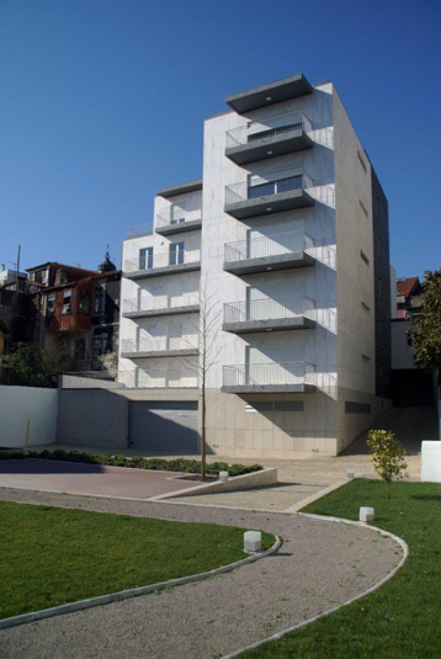 Edifício de habitação e comércio em Cedofeita